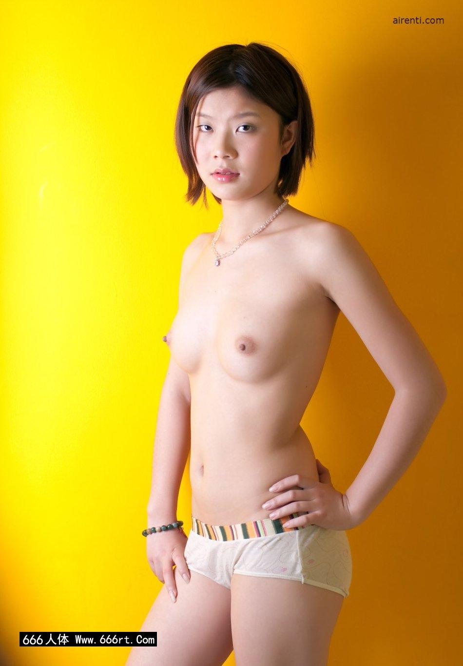 黄色背景棚拍穿着内裤的宋蕊