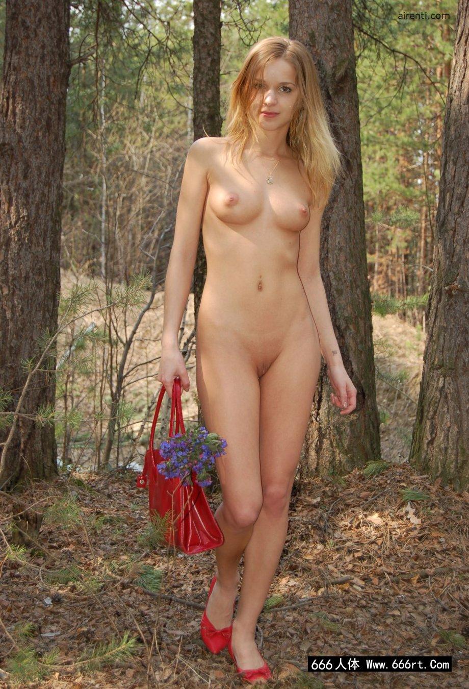 俄罗斯美模Masha松树林外拍
