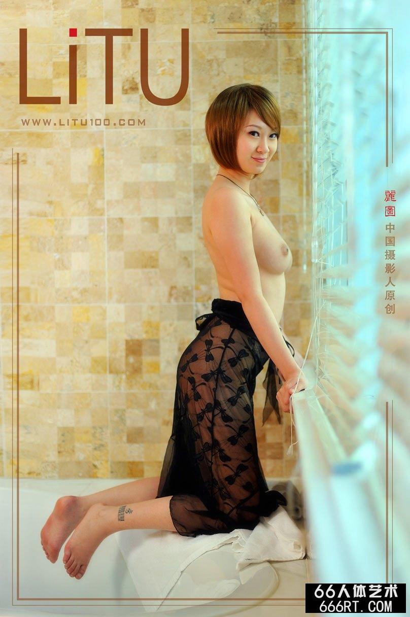 裸模雯雯室拍超妩媚黑丝人体艺术