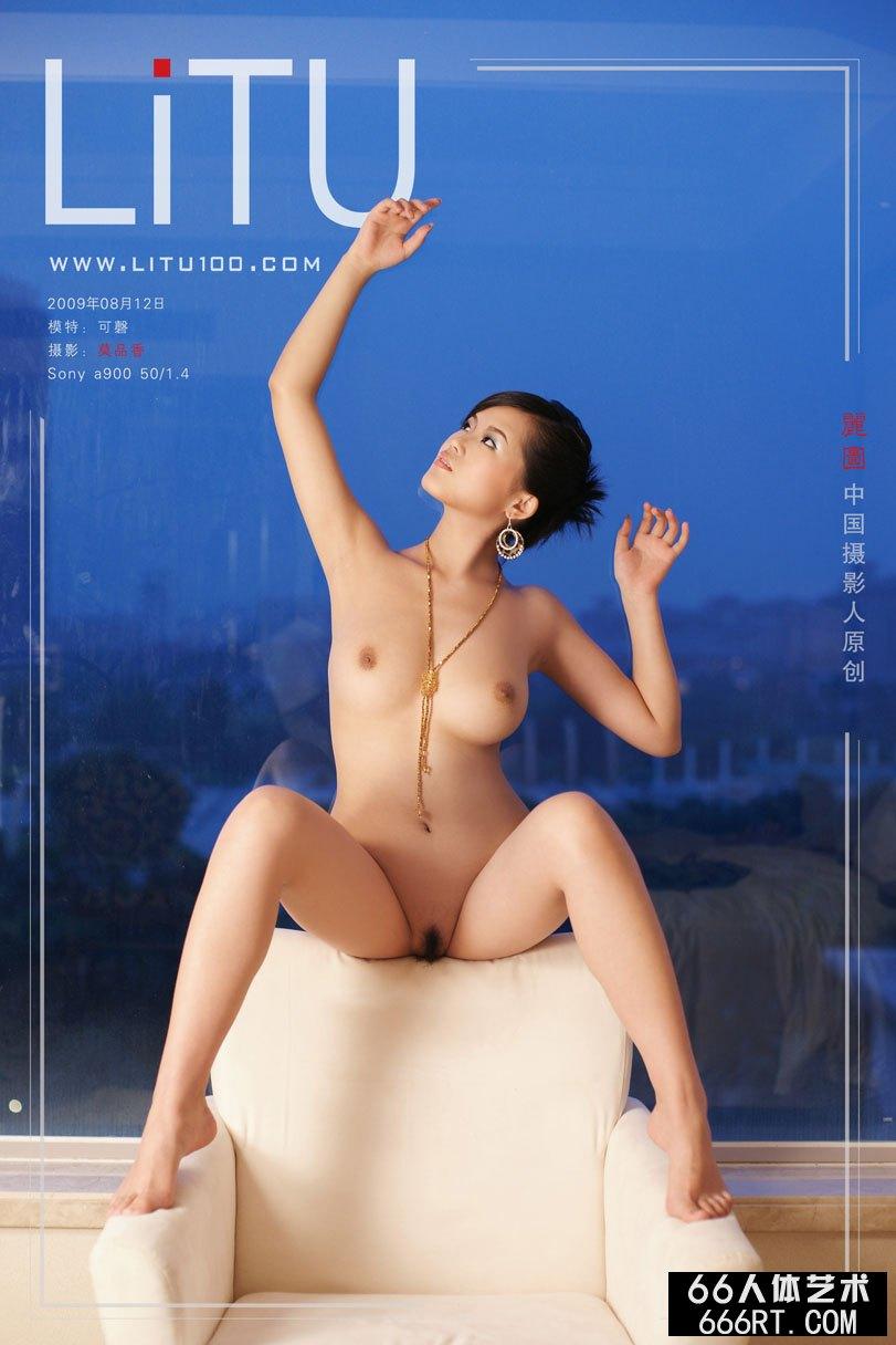 白富美美模可磬09年8月室拍完美胴体