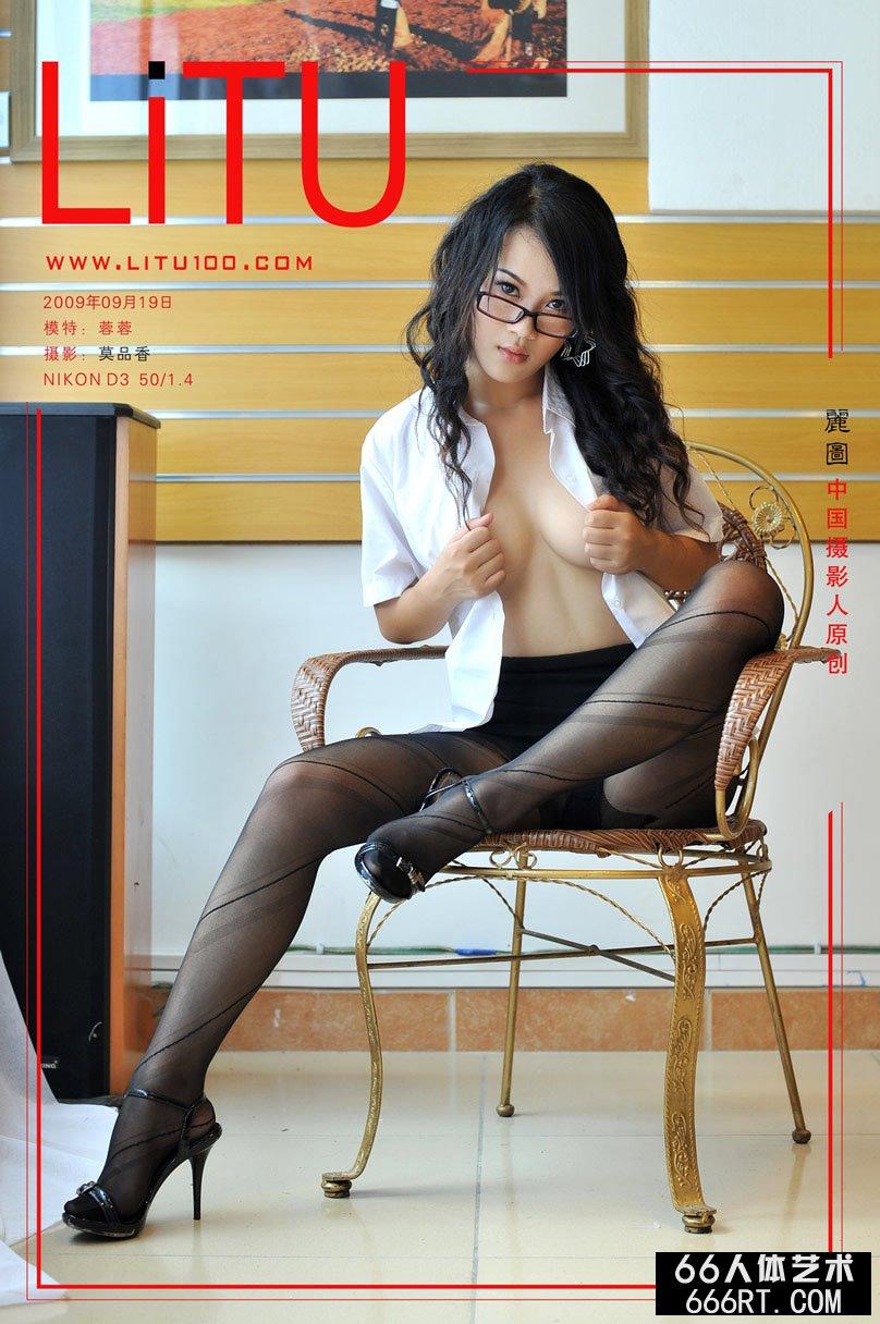 漂亮美模蓉蓉09年9月19日室拍妩媚肉丝