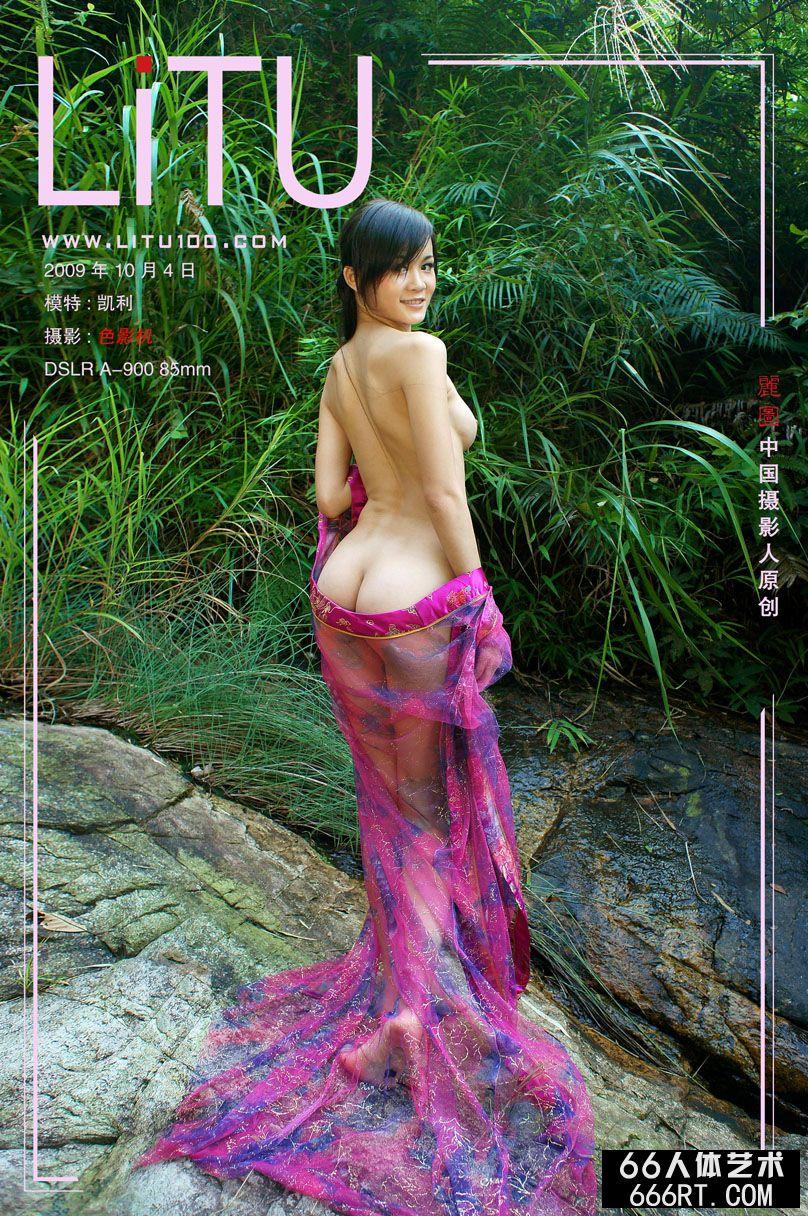 中国大胆美女人体_美臀超模凯利09年10月4日外拍