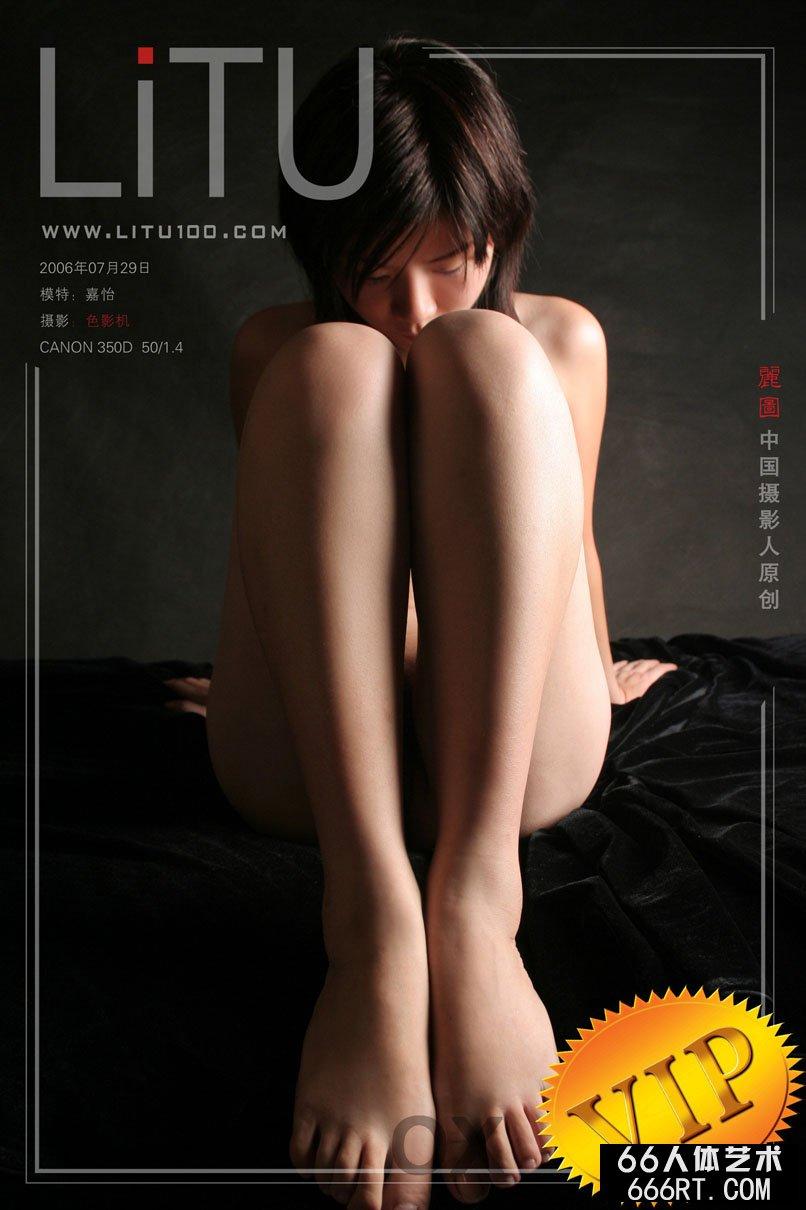 裸模嘉怡06年7月29日黑色背景室拍