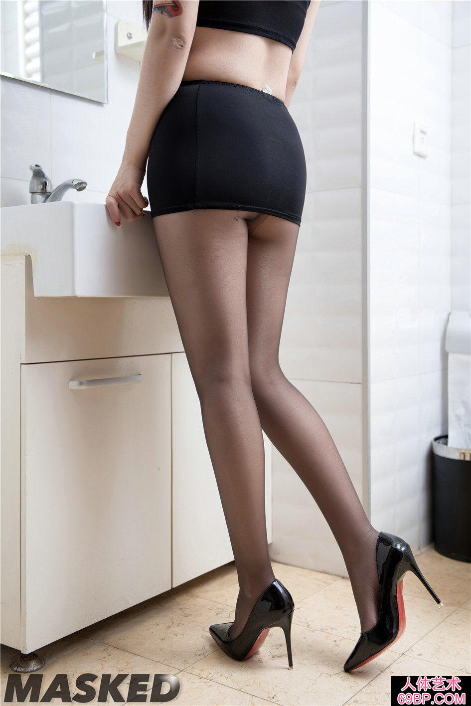 跟鞋超模的艳丽高黑丝人体写真图