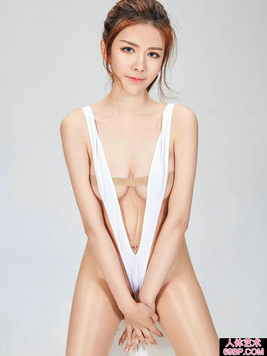 妩媚靓丽的嫩妹极限大尺度肉丝人体写真