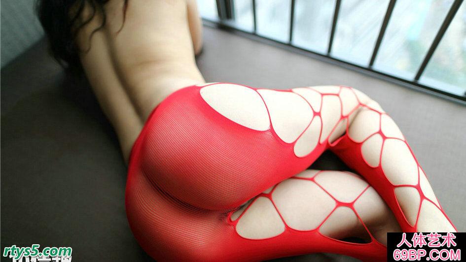 穿红色丝袜的美臀嫩模展示妖娆巨臀