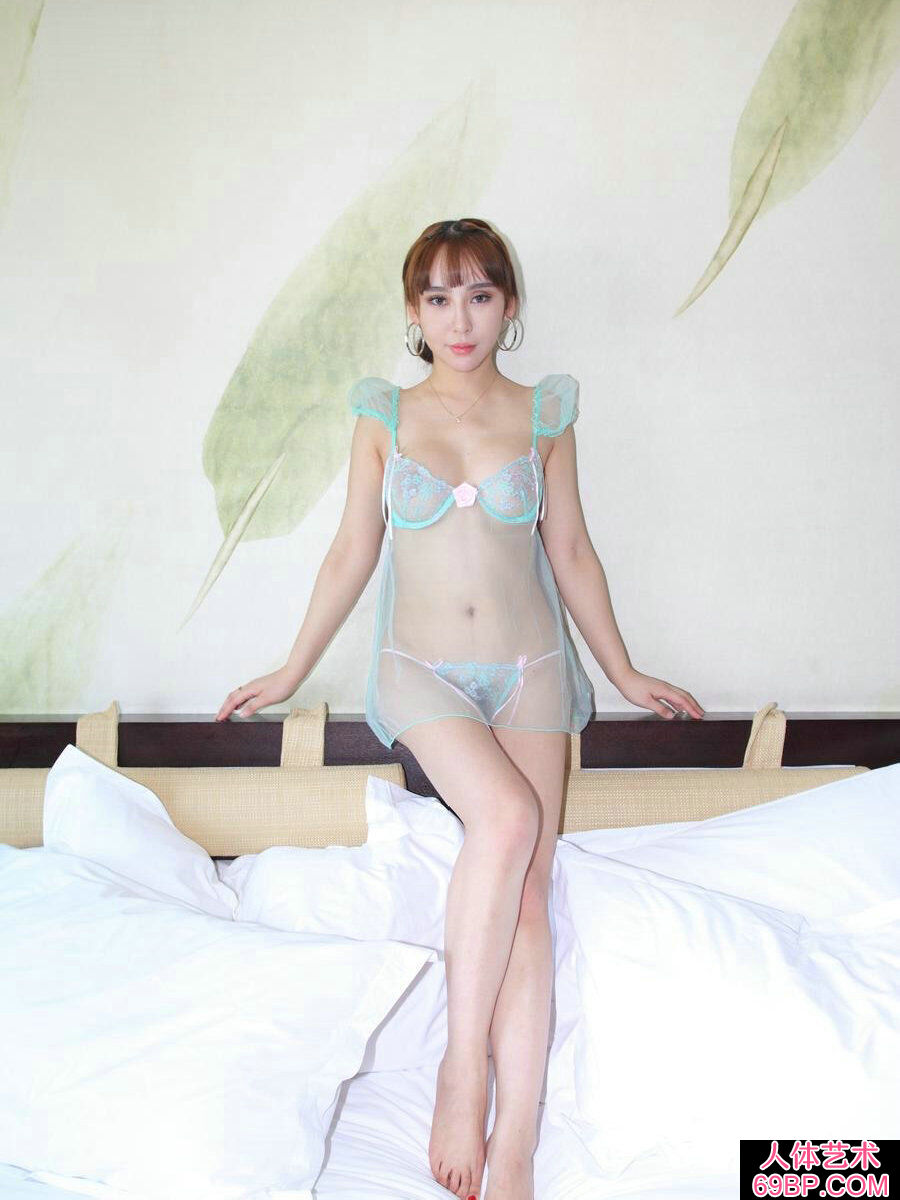 成熟裸模杨洛伊穿超薄透明内裤人体秀