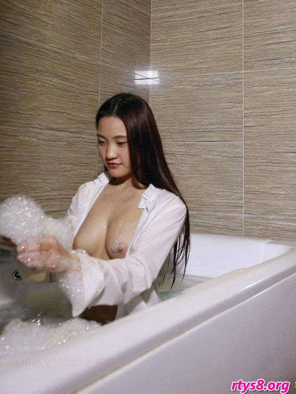 浴缸�Y洗泡泡浴的酥胸��模人体摄影