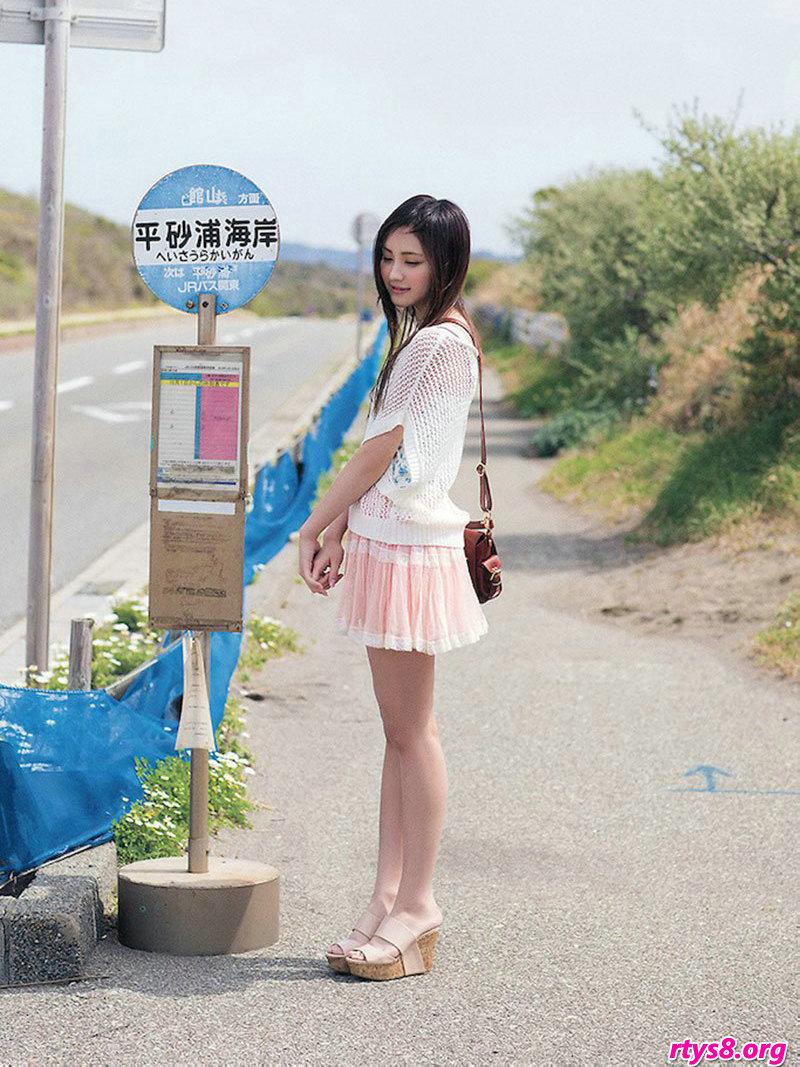 长头发美人�L�Y香海滩外拍绝美写真