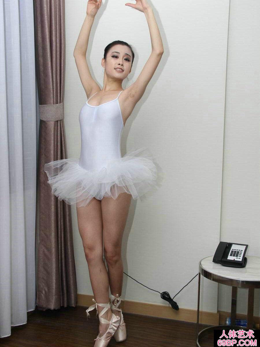 大胆欧美熟妇XX_舞蹈系的芭蕾舞妹纸刘诗琪人体写真