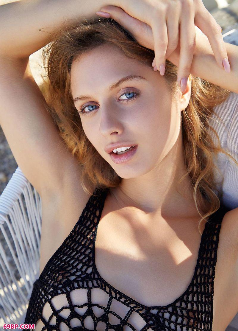 美模Clarice享受日光浴_GOGO人体国模冰冰