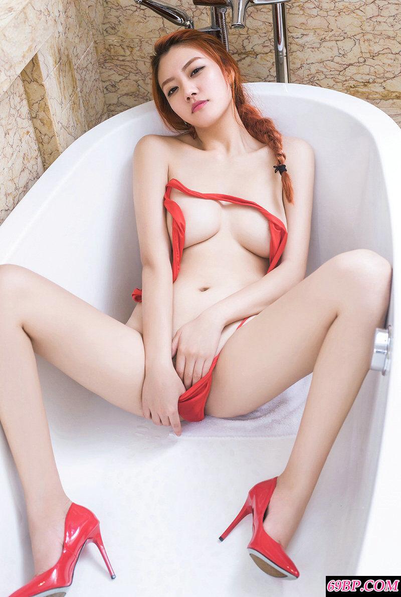 颜值超高的丰腴少女大红色内裤人体