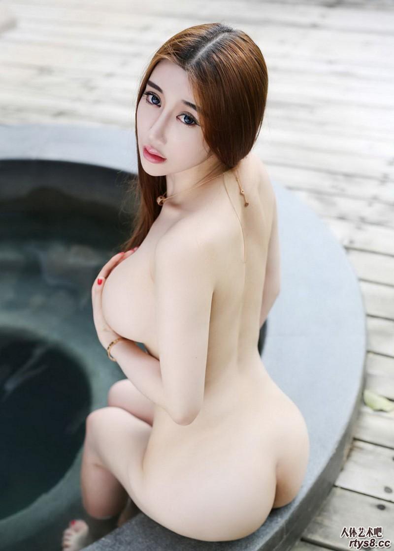 波涛汹涌的国模外拍写照